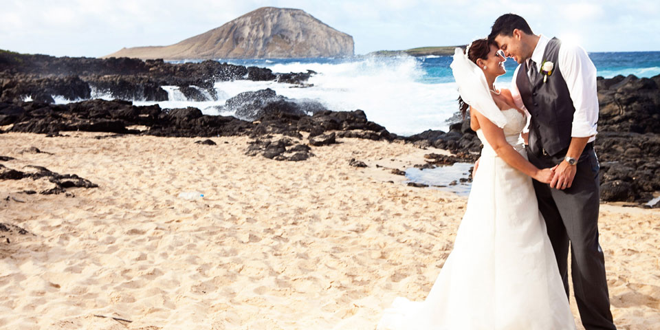 Megan and Garett's Makapu'u beach wedding